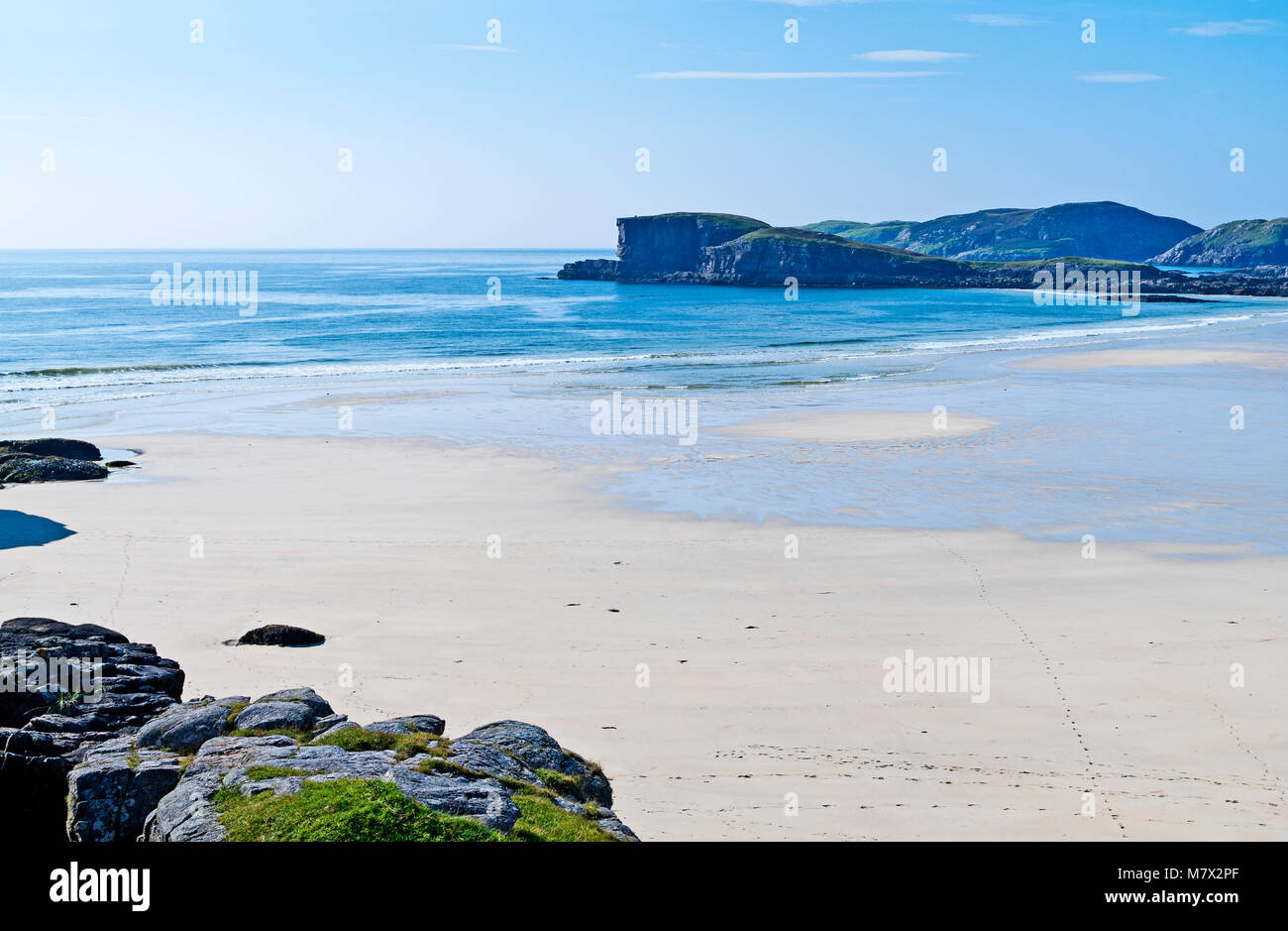 Beautiful empty white sand beach and calm blue sea at Oldshoremore Bay, near Kinlochbervie, Sutherland, Scottish - Stock Image