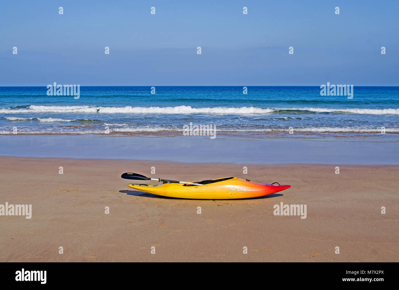 Kayak at the water's edge on Sango Sands beach, Durness, Sutherland, on the North coast 500 route, sunny weather, - Stock Image