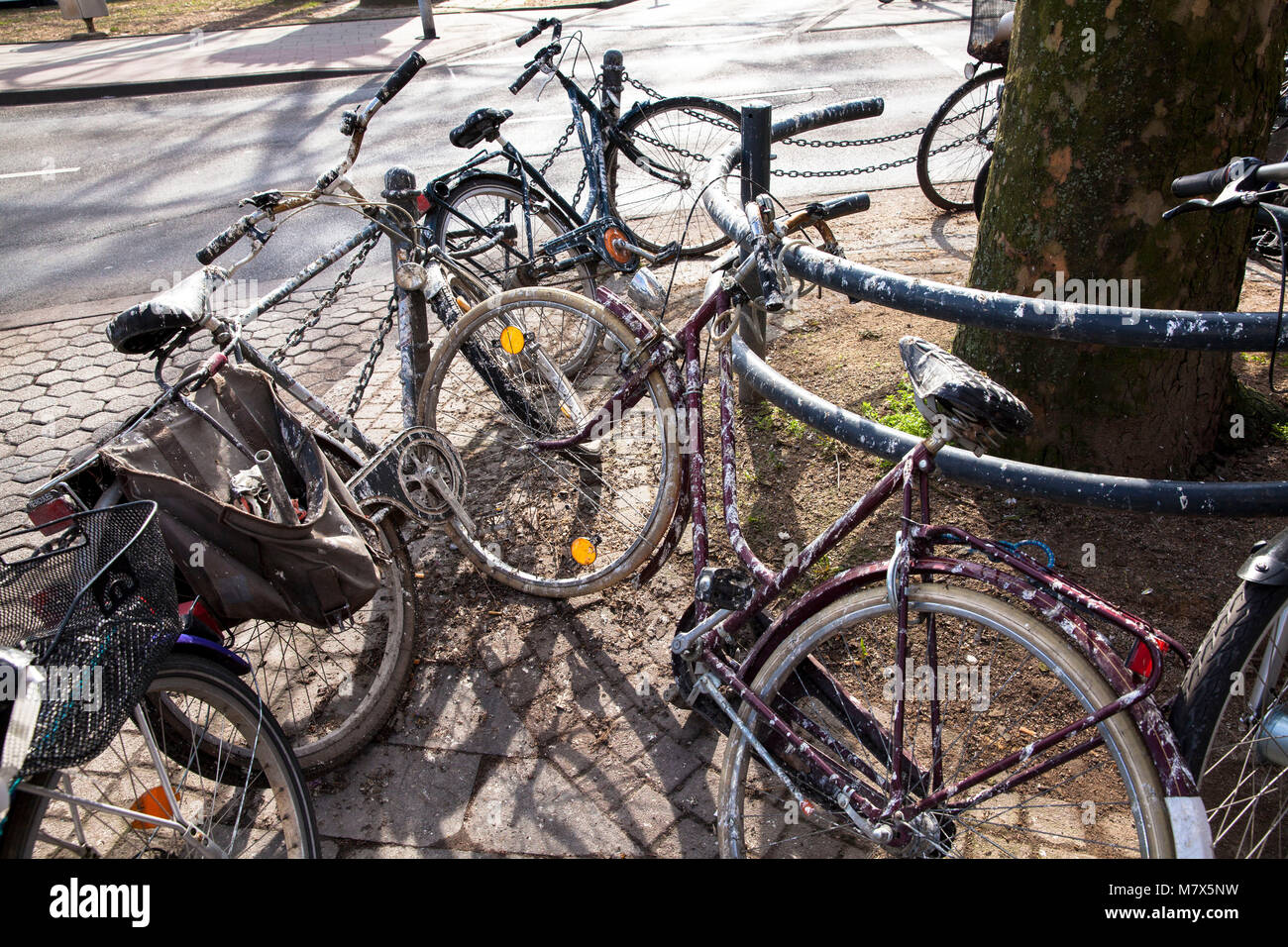 Germany, Cologne, with bird droppings covered bicycles in the city.  Deutschland, Koeln, mit Vogelkot verdreckte - Stock Image