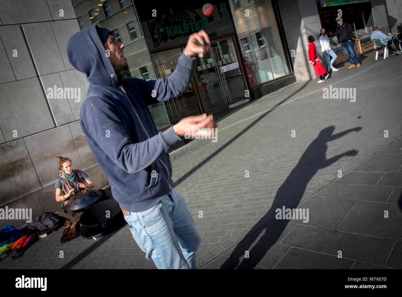A street performer juggling in Halle, Saxony-Anhalt, Germany - Stock Image