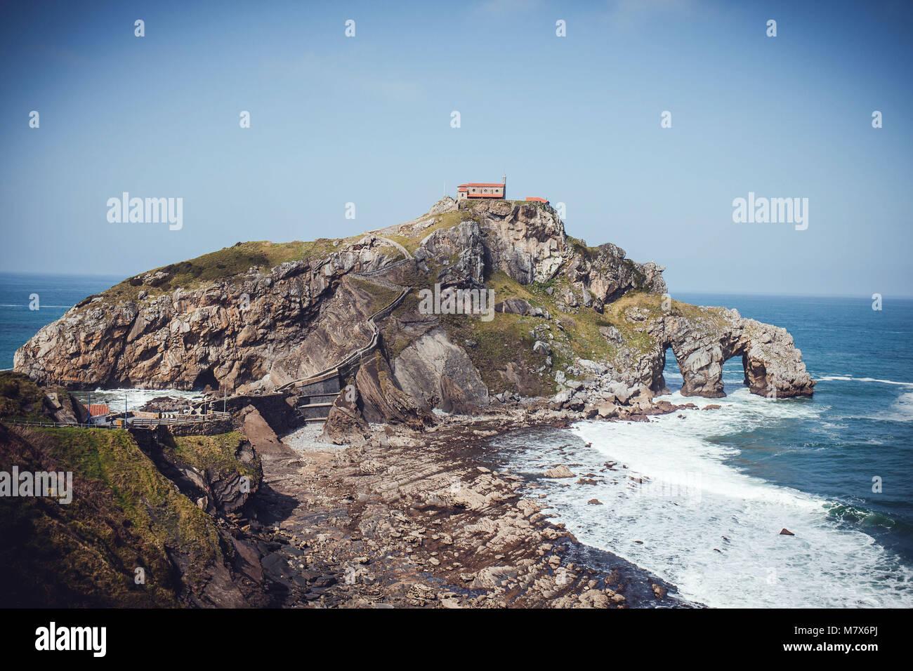 Spain, Bermeo, Biscay, Spanish Basque Country: Hermitage of San Juan de Gaztelugatxe - Stock Image