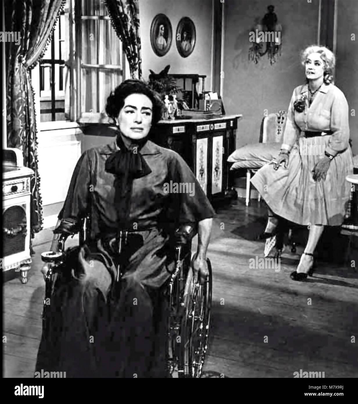 WHAT EVER HAPPENED TO BABY JANE ? 1962 Warner Bros film with Bette Davis at right and Joan Crawford - Stock Image