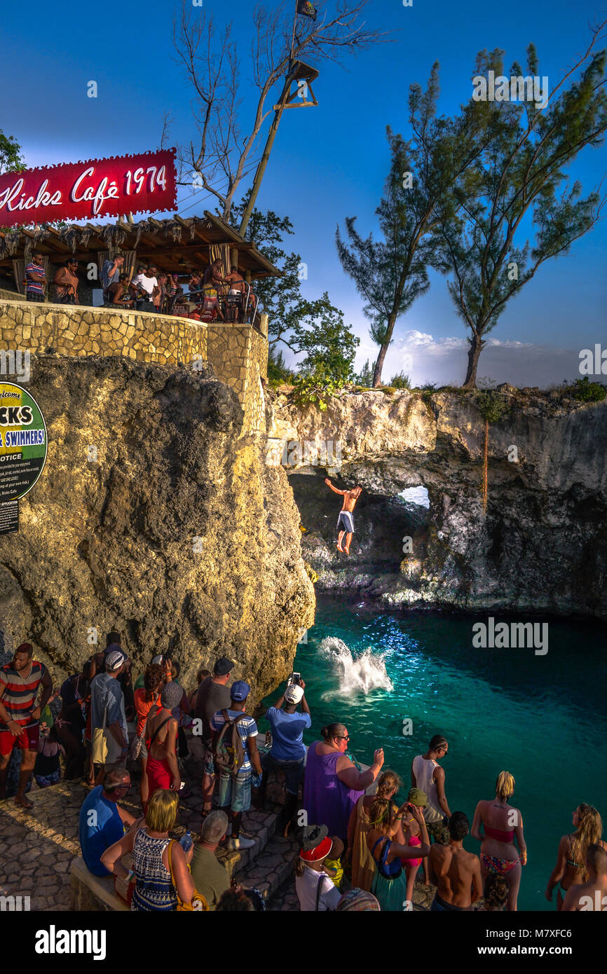 rick s cafe jamaica nature, water jump, on the cliffs, blue ocean - Stock Image