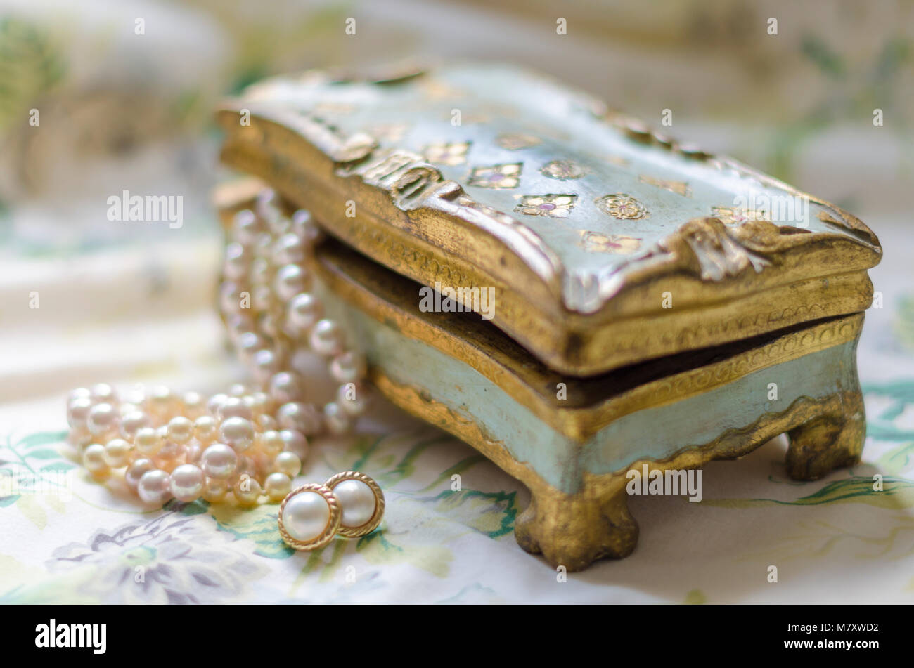 Italian Florentine jewelry box with pearls - Stock Image