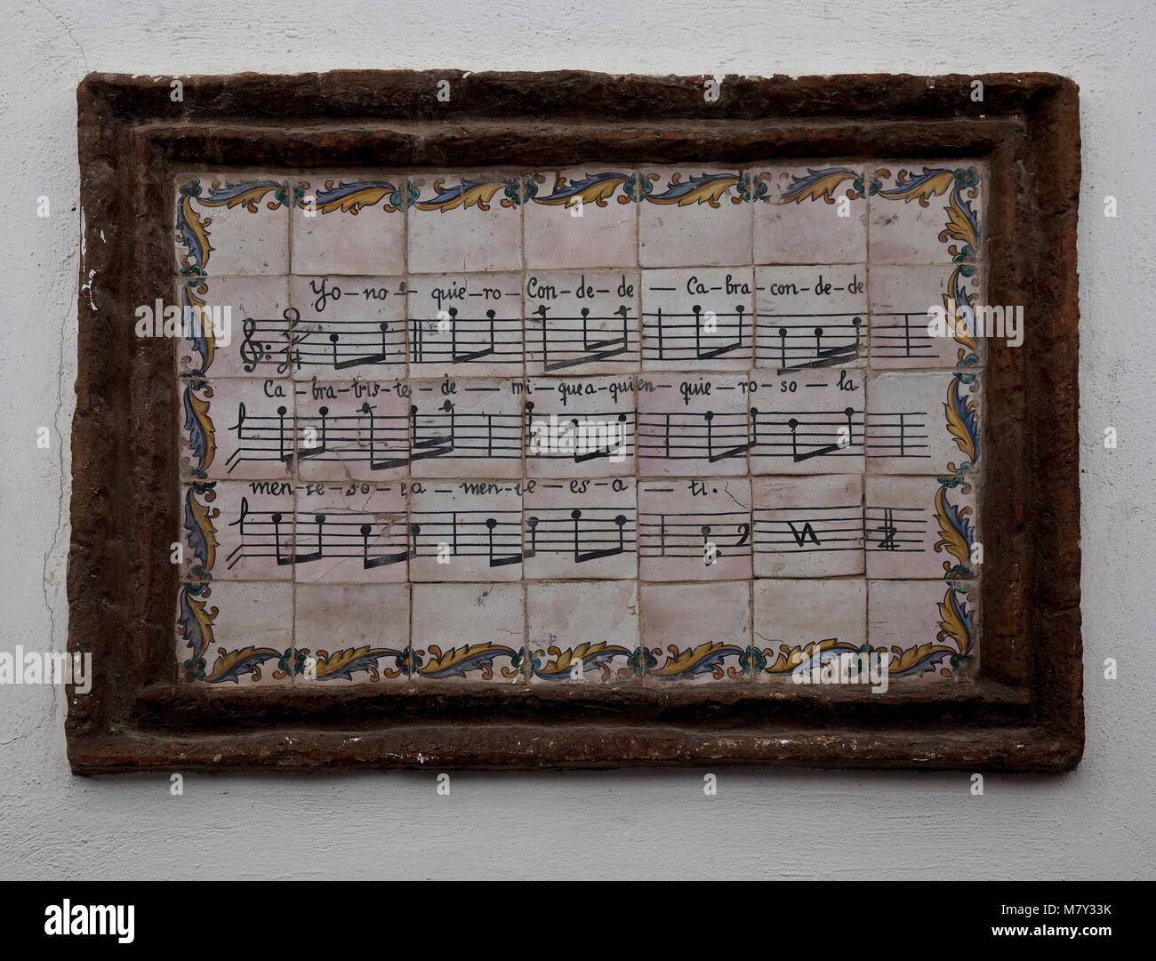 Cordoba, Kachelbild im jüdischen Viertel. Liedstrophe in Text und Noten auf Kacheln gemalt in Art einer Gedenktafel - Stock Image