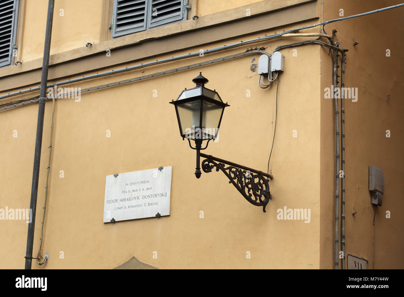 Commemorative plaque on the house where Russian novelist Fyodor Dostoyevsky lived in Piazza Pitti in Florence, Tuscany, - Stock Image