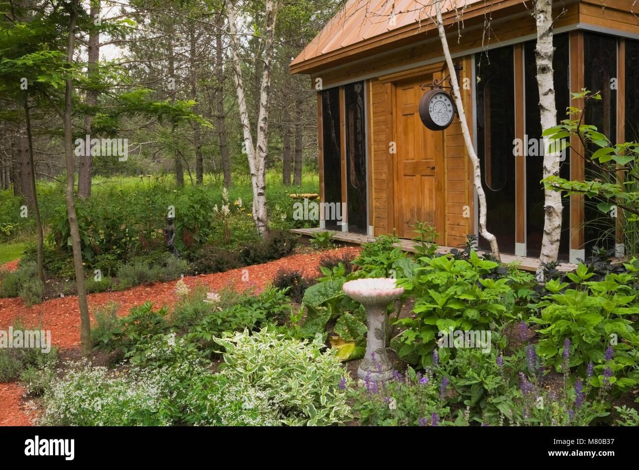 Border Garden Mulch Stock Photos & Border Garden Mulch Stock Images ...