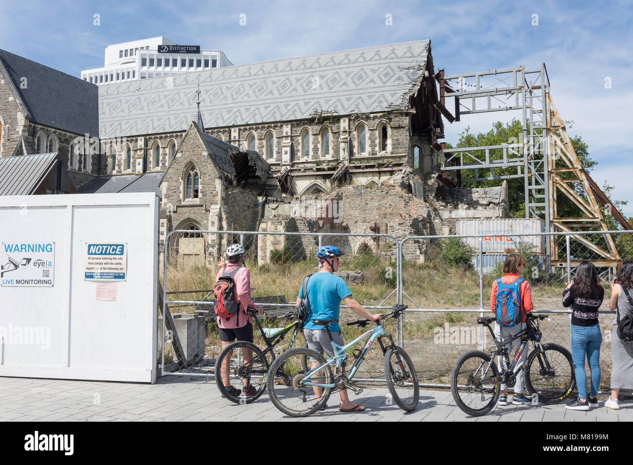 Tourists viewing cathedral damage from 2011 earthquake, Cathedral Square, Christchurch, Canterbury, New Zealand - Stock Image