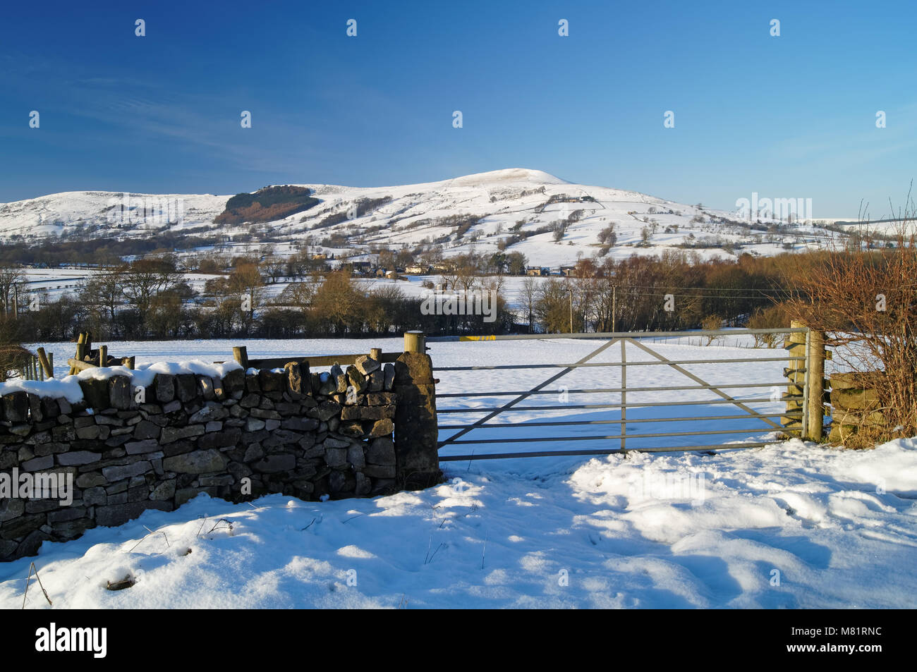 UK,Derbyshire,Peak District,Lose Hill & Great Ridge after heavy snowfall - Stock Image