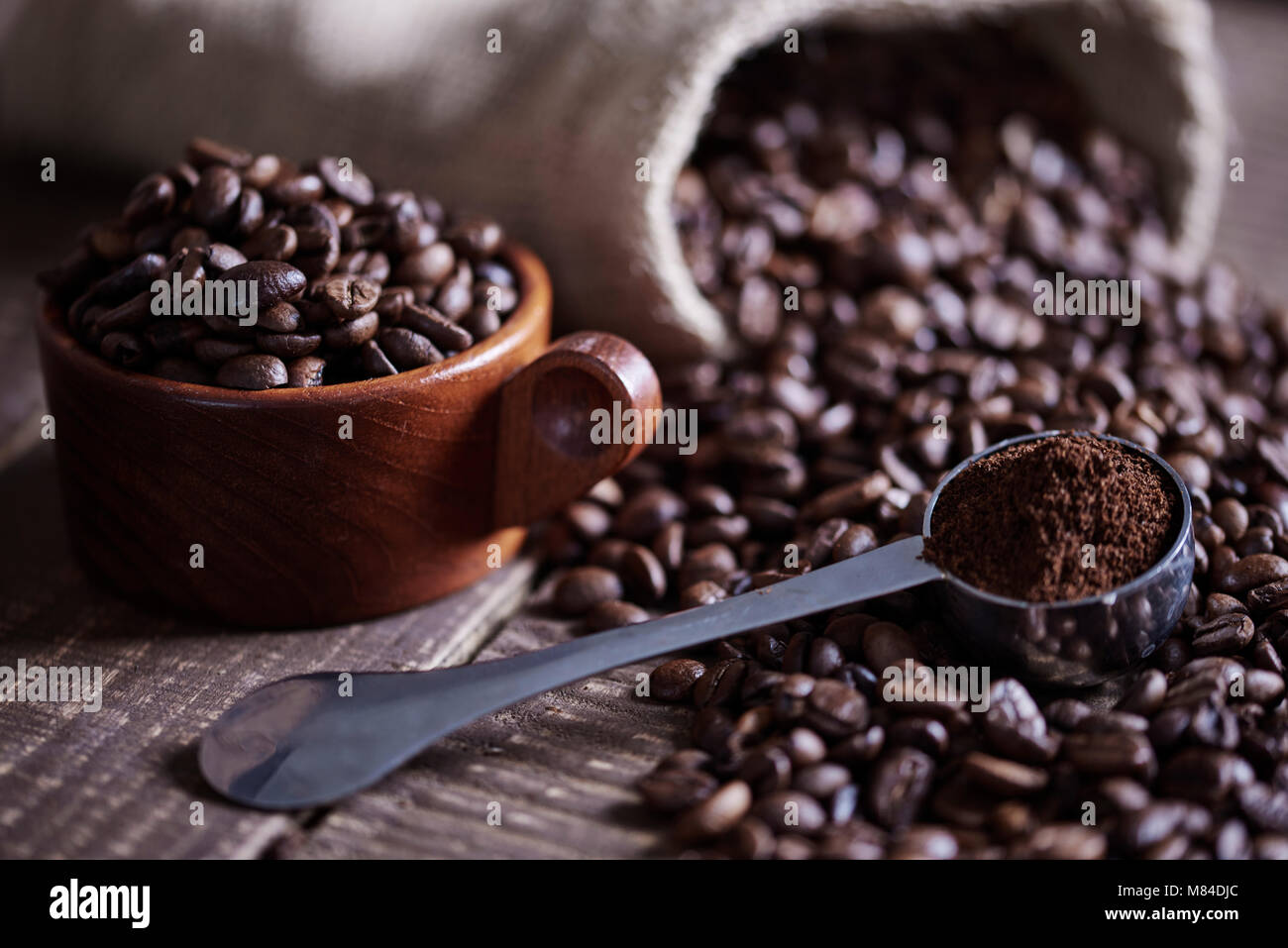 Beans of coffee and jute bag - Stock Image