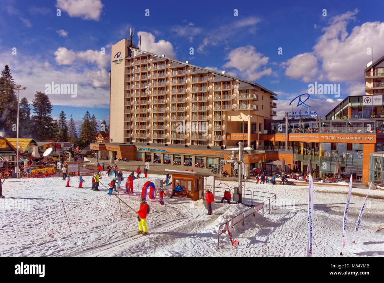 Rila Hotel and beginners drag lift at Borovets Ski resort, Targovishte, Bulgaria. - Stock Image