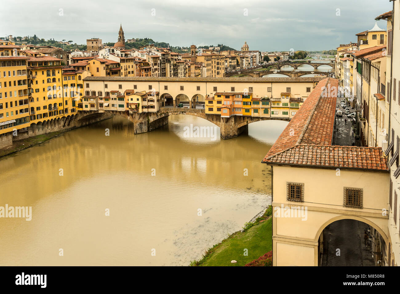 Bridge Ponte Vecchio in Florence (Italy) on a cloudy day in autumn - Stock Image
