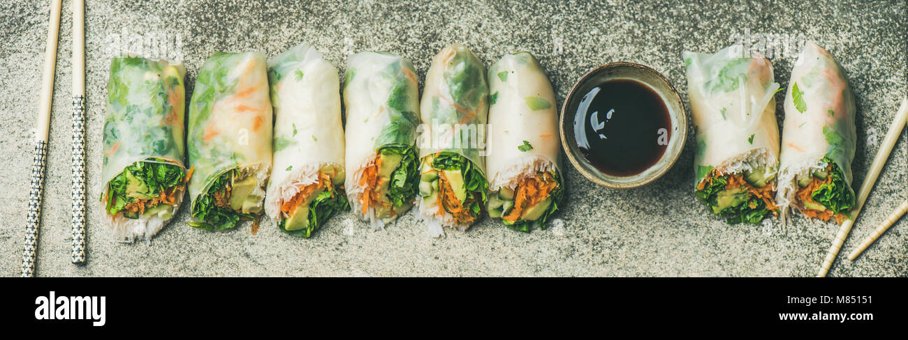 Flat-lay of vegan spring, summer rice paper rolls, wide composition - Stock Image