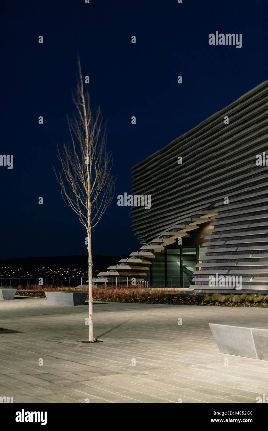 The V&A design museum in Dundee is a signature building by world famous Japanese architect Kengo Kuma. - Stock Image