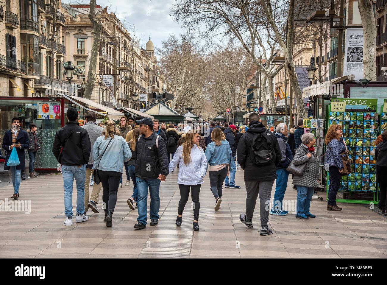 Tourists walking in the famous Rambla pedestrian mall, Barcelona, Catalonia, Spain - Stock Image