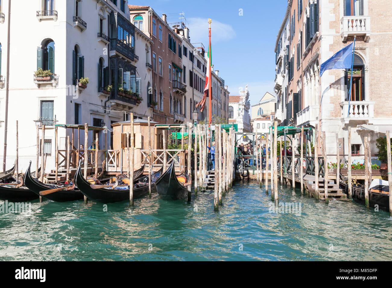 Santa Maria Giglio gondola station on the Grand Canal, San Marco, Venice,  Veneto, Italy with a view into Campiello - Stock Image