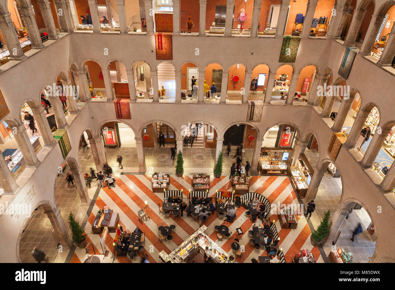 T Fondaco dei Tedeschi interior, San Marco, Venice, Veneto, Italy.  This luxury store is situated in a historic - Stock Image