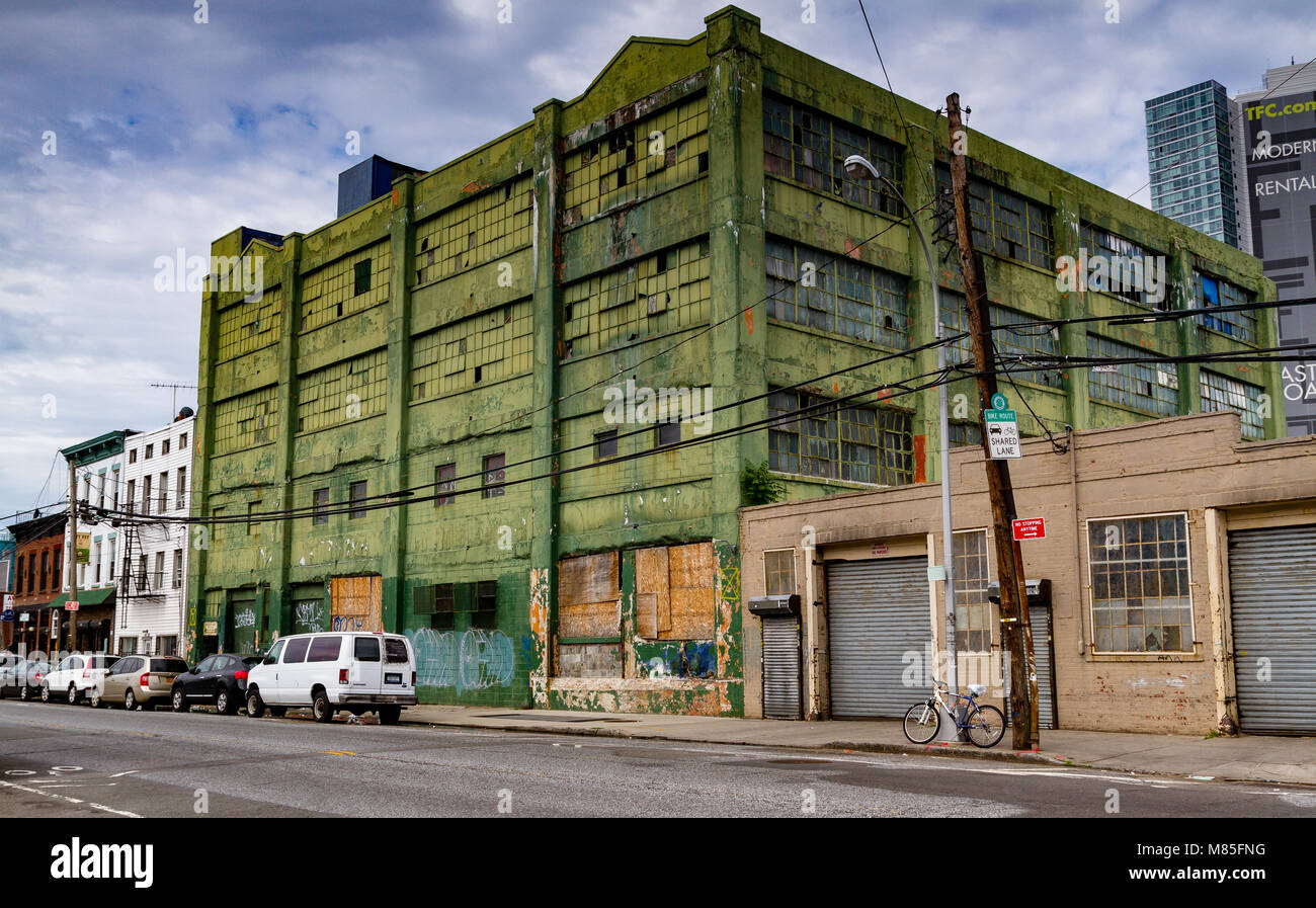 Green disused industrial warehouse in Long Island City Queens , New York - Stock Image