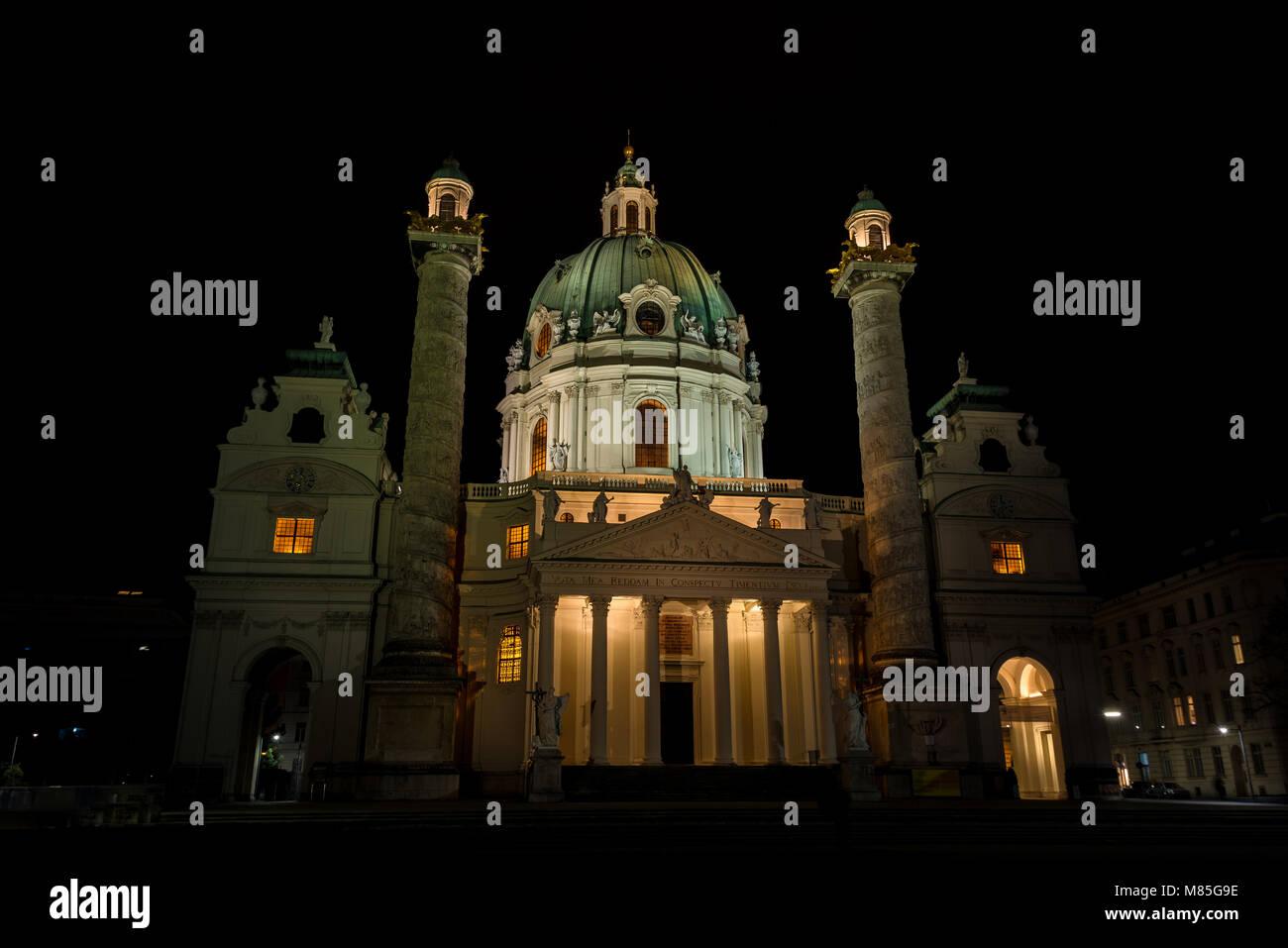 Karlskirche bei Nacht - Stock Image