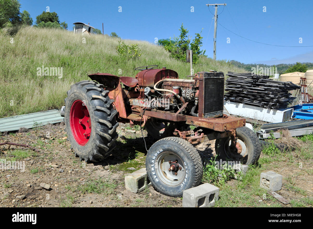 AN OLD DAVID BROWN 950 TRACTOR AFTER BEING MENDED MANY A TIME HAS FINALY BEEN LAID TO REST Stock Photo