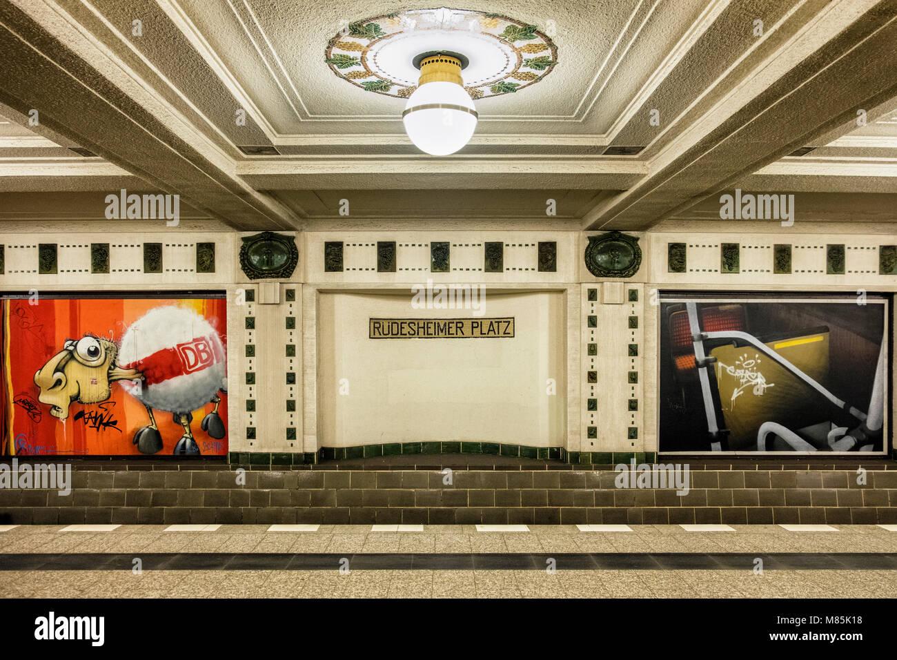 Underground Light Rail Stock Photos & Underground Light Rail Stock ...