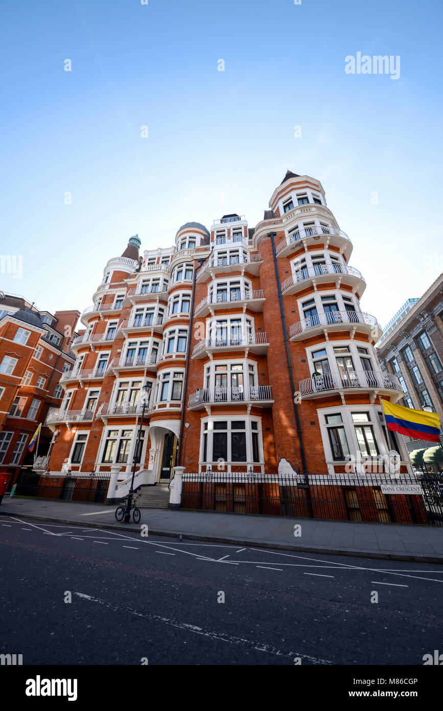 Colombian Embassy in Hans Crescent, London SW1. Embajada, Republica de Colombia with the country's flag. Embassy - Stock Image
