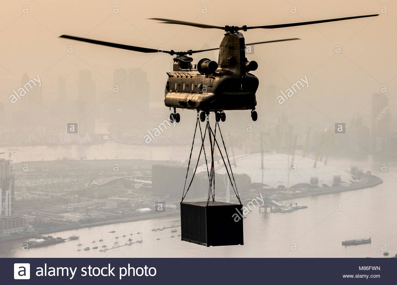Top Gear. Pictured is an RAF Chinook Helicopter with an underslung load over London...The BBC requested the help - Stock Image