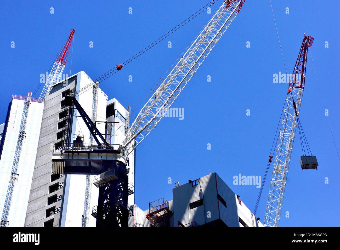 WORKING ON NEW HIGH RISE BUILDING IN BRISBANE CITY AUSTRALIA - Stock Image