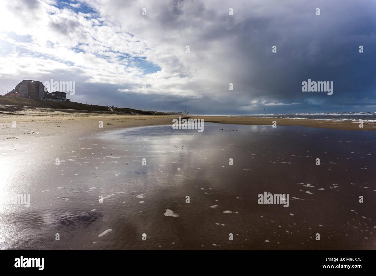Nordseestrand bei Zandvoort, Provinz Nordholland, Niederlande | North Sea beach near Zandvoort, province of North - Stock Image