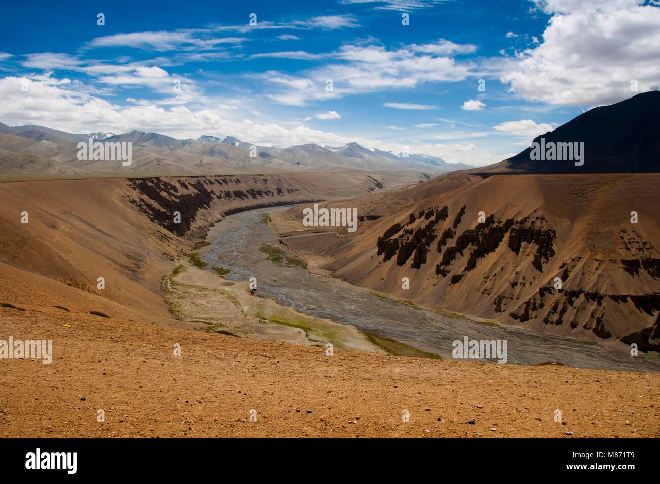Sumkhel Lungpa River Valley, Sumkhar Tokpo, Pang Canyon, Pang, Himalaya, Jammu and Kashmir, India - Stock Image