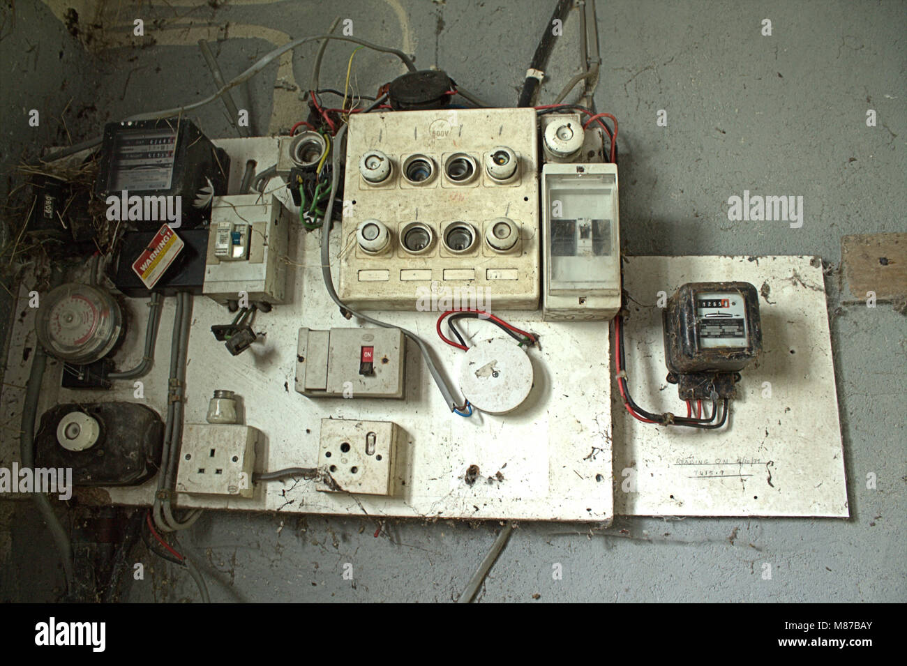 old fuse board and wiring which needs a total upgrade. - Stock Image