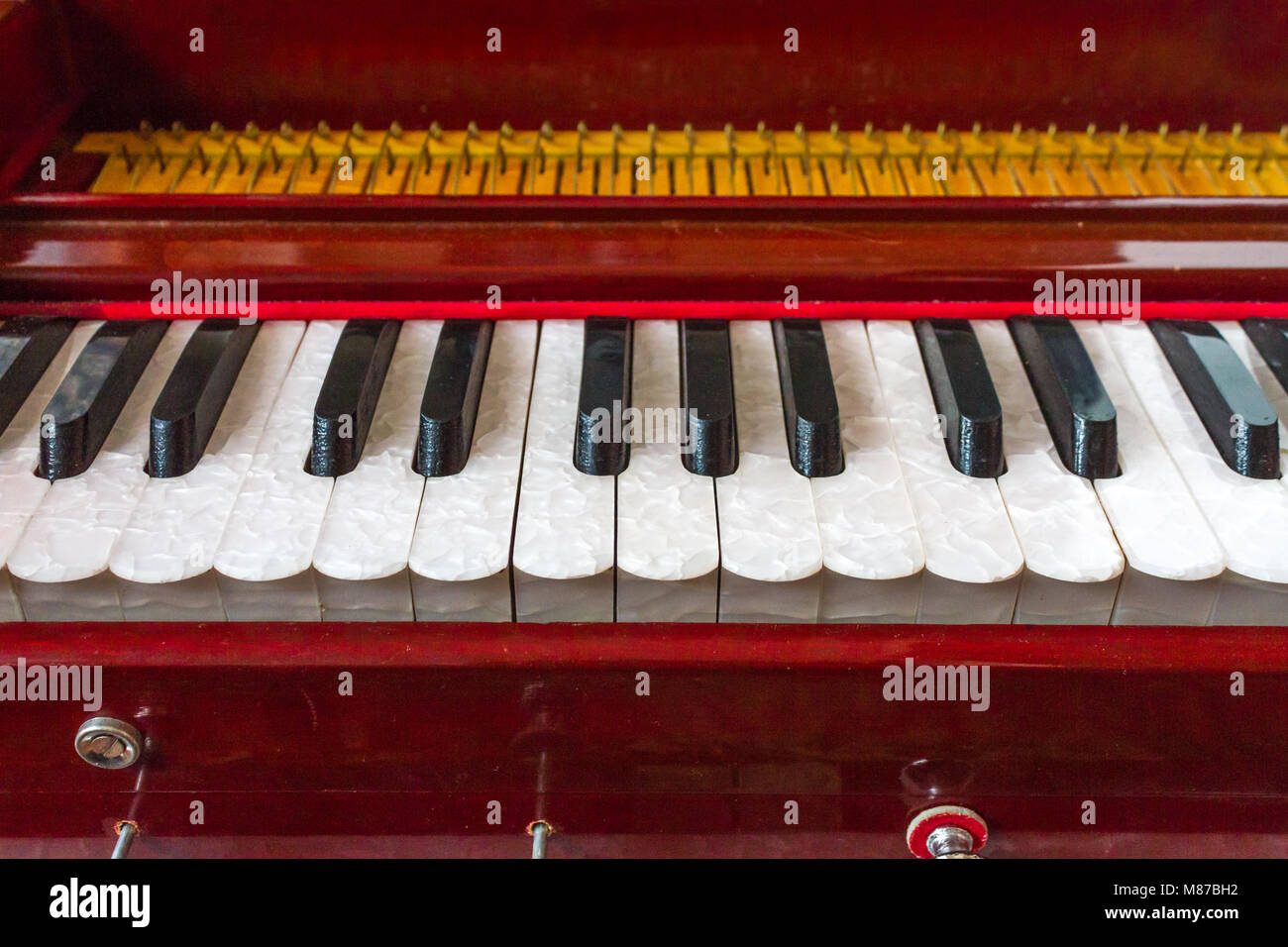 Harmonium Indian Stock Photos & Harmonium Indian Stock Images - Alamy