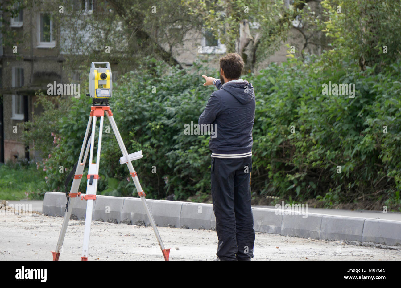 a worker stands next to the level - Stock Image