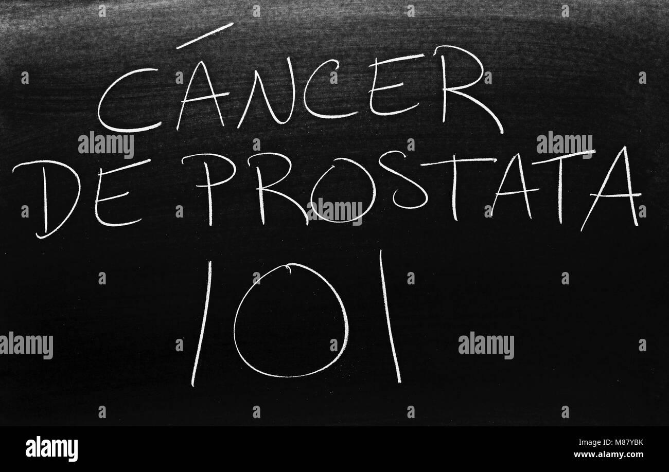 The words Cáncer De Prostata 101 on a blackboard in chalk - Stock Image