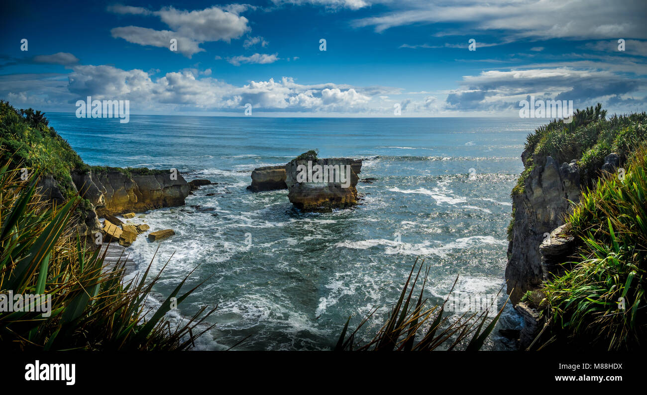 Waves, Eddies and Spume in the Tasman Sea, New Zealand - Stock Image