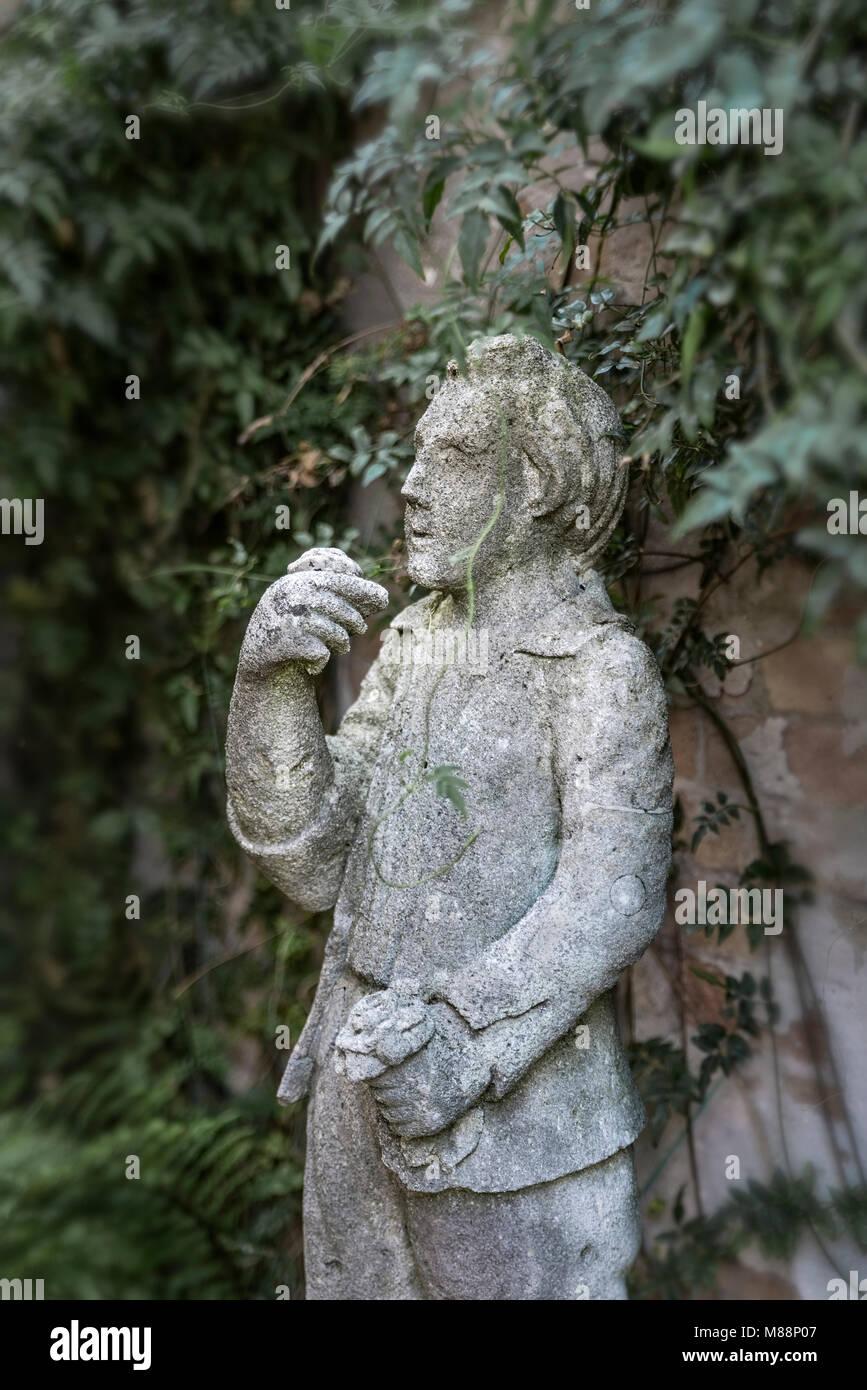 Superbe Rustic Garden Statue