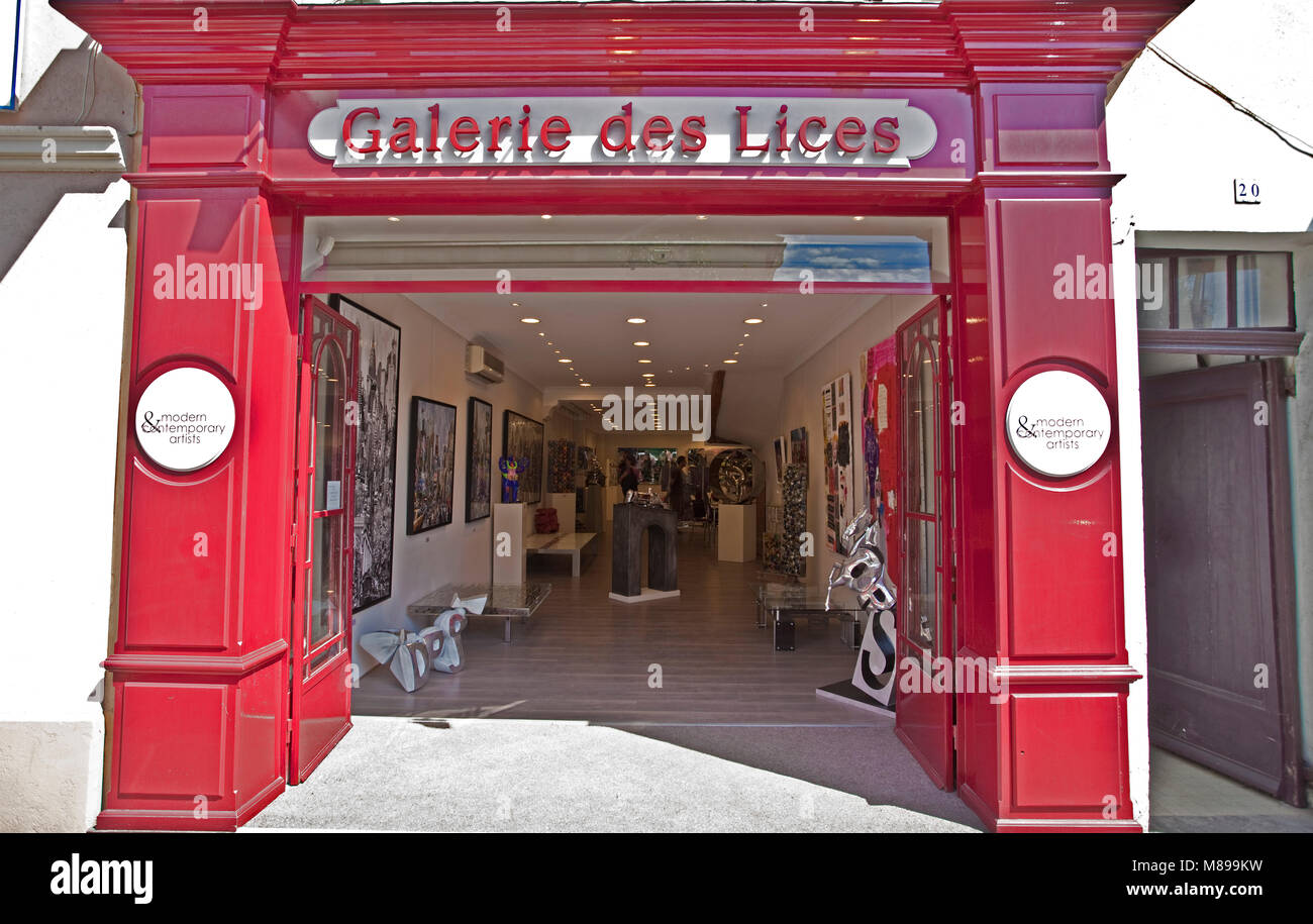 """Art gallery """"Galerie des Lices"""" at old town of Saint-Tropez, french riviera, South France, Cote d'Azur, France, Stock Photo"""