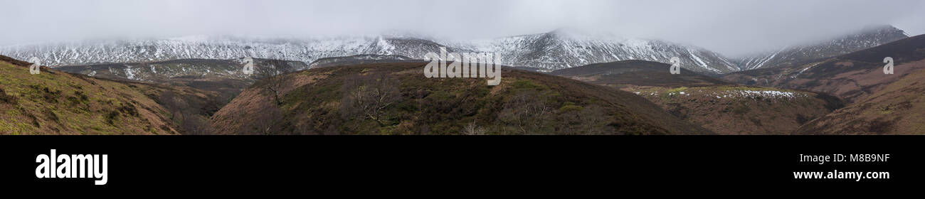 Kinder Scout with Seal Edge and Fairbrook Naze from Seal Flats, Peak District - Stock Image
