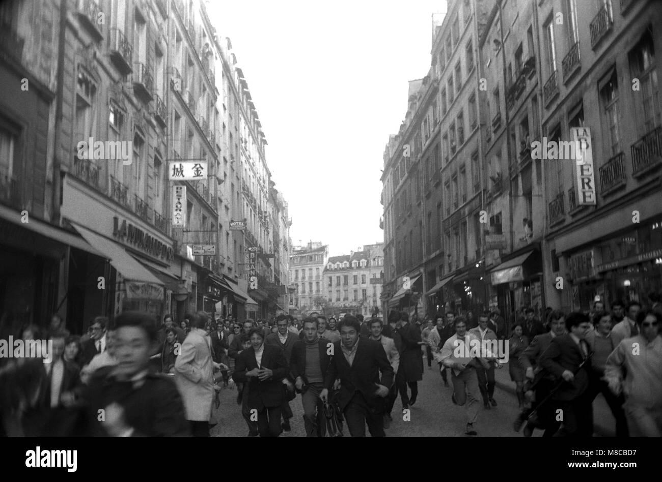 Philippe Gras / Le Pictorium -  May 68 -  1968  -  France / Ile-de-France (region) / Paris  -  Protesters flee from - Stock Image
