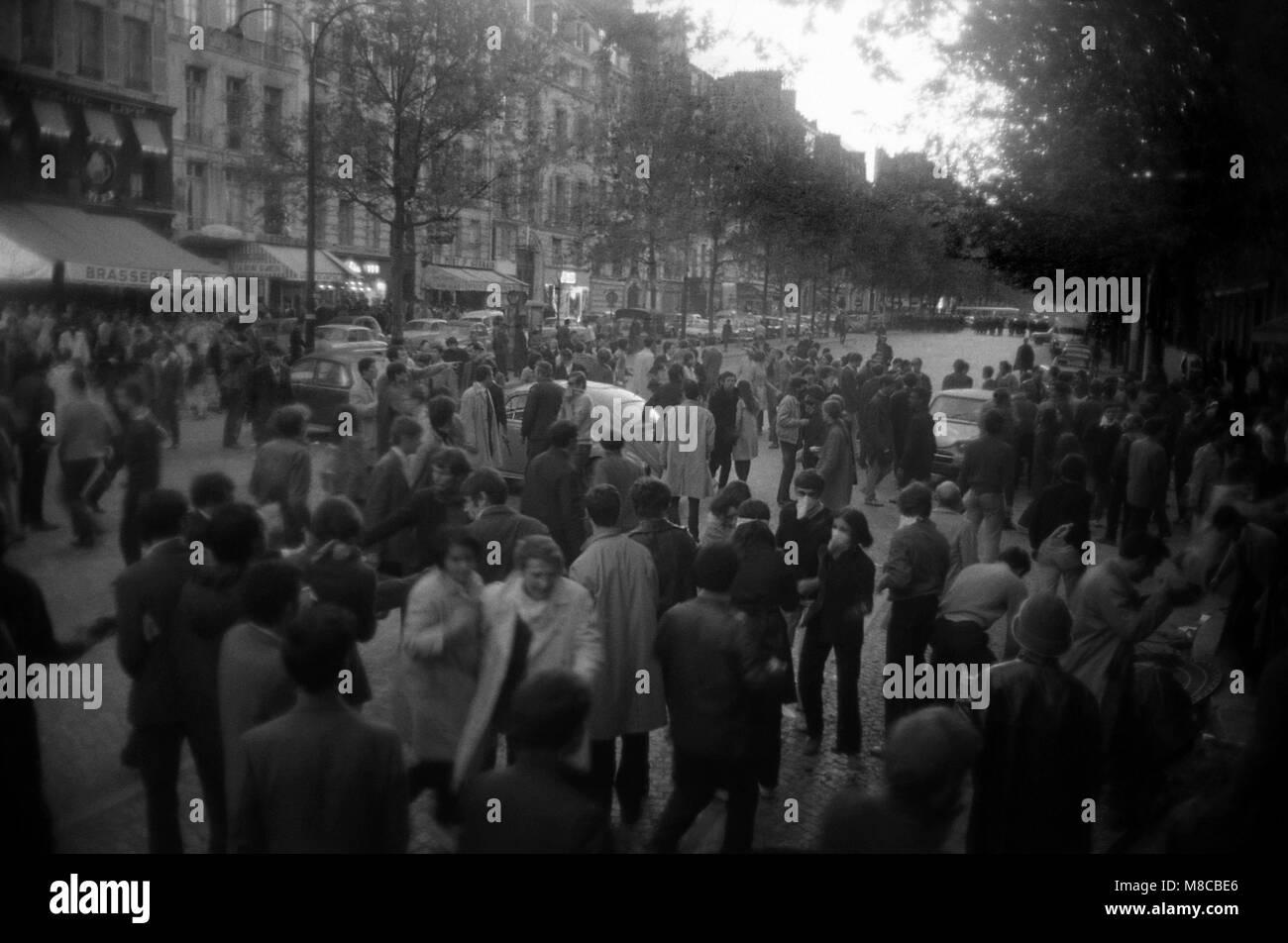 Philippe Gras / Le Pictorium -  May 1968 -  1968  -  France / Ile-de-France (region) / Paris  -  Face to face between - Stock Image