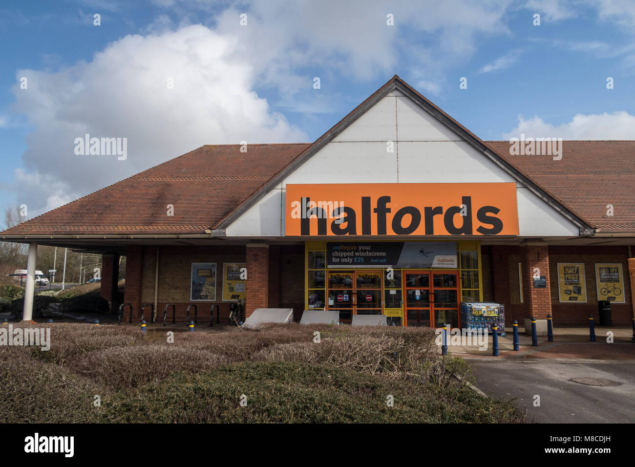 Halfords Hankridge Farm retail park, Taunton, Somerset - Stock Image
