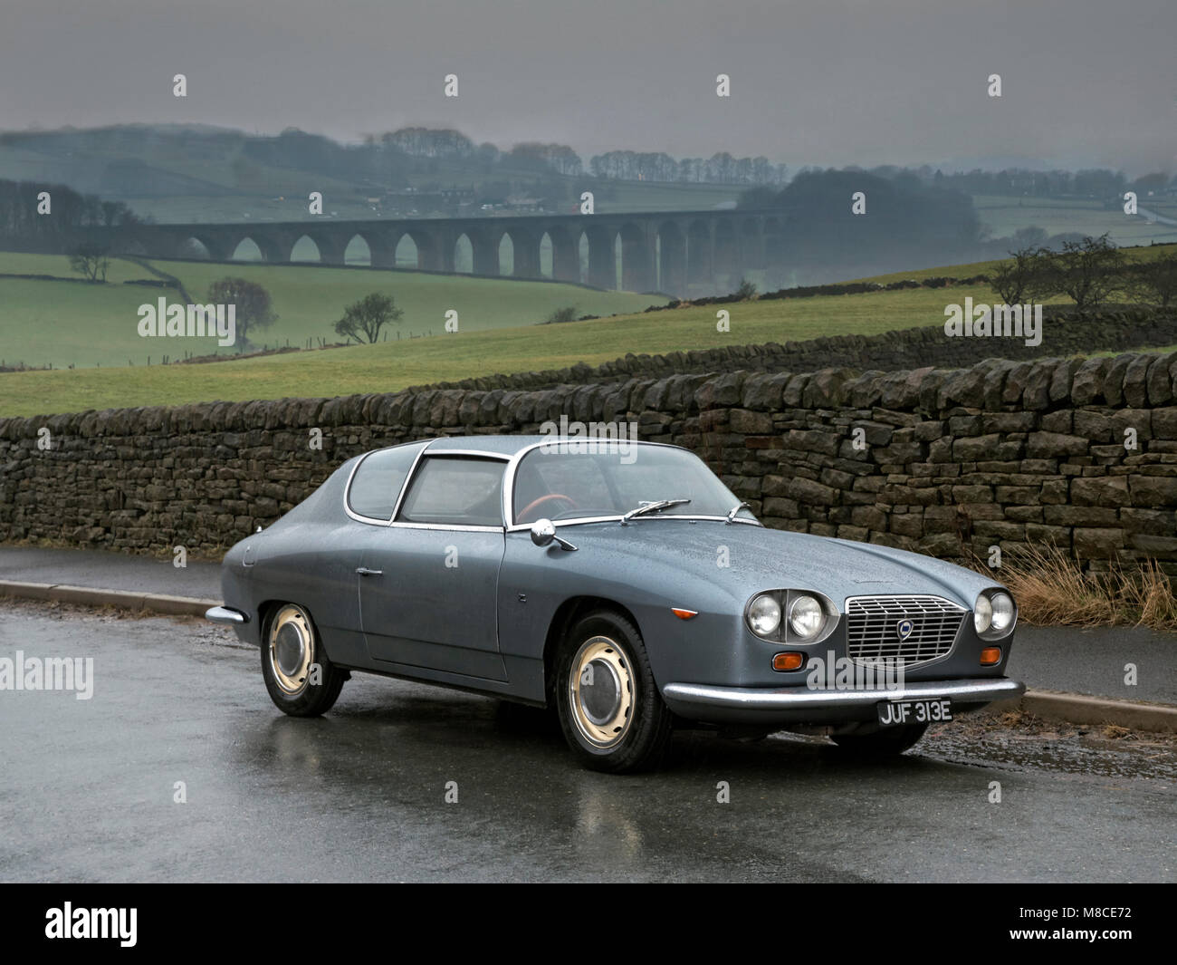 https://c8.alamy.com/comp/M8CE72/1967-lancia-flavia-zagato-with-heweden-viaduct-in-the-valley-near-M8CE72.jpg