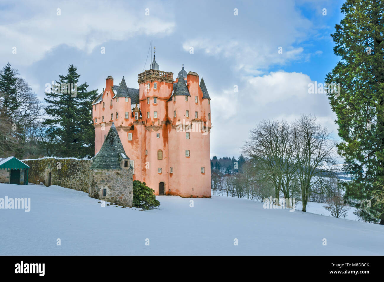 CRAIGIEVAR CASTLE ABERDEENSHIRE SCOTLAND THE TOWER SURROUNDED BY WINTER SNOW  AND EVERGREEN PINE TREES - Stock Image