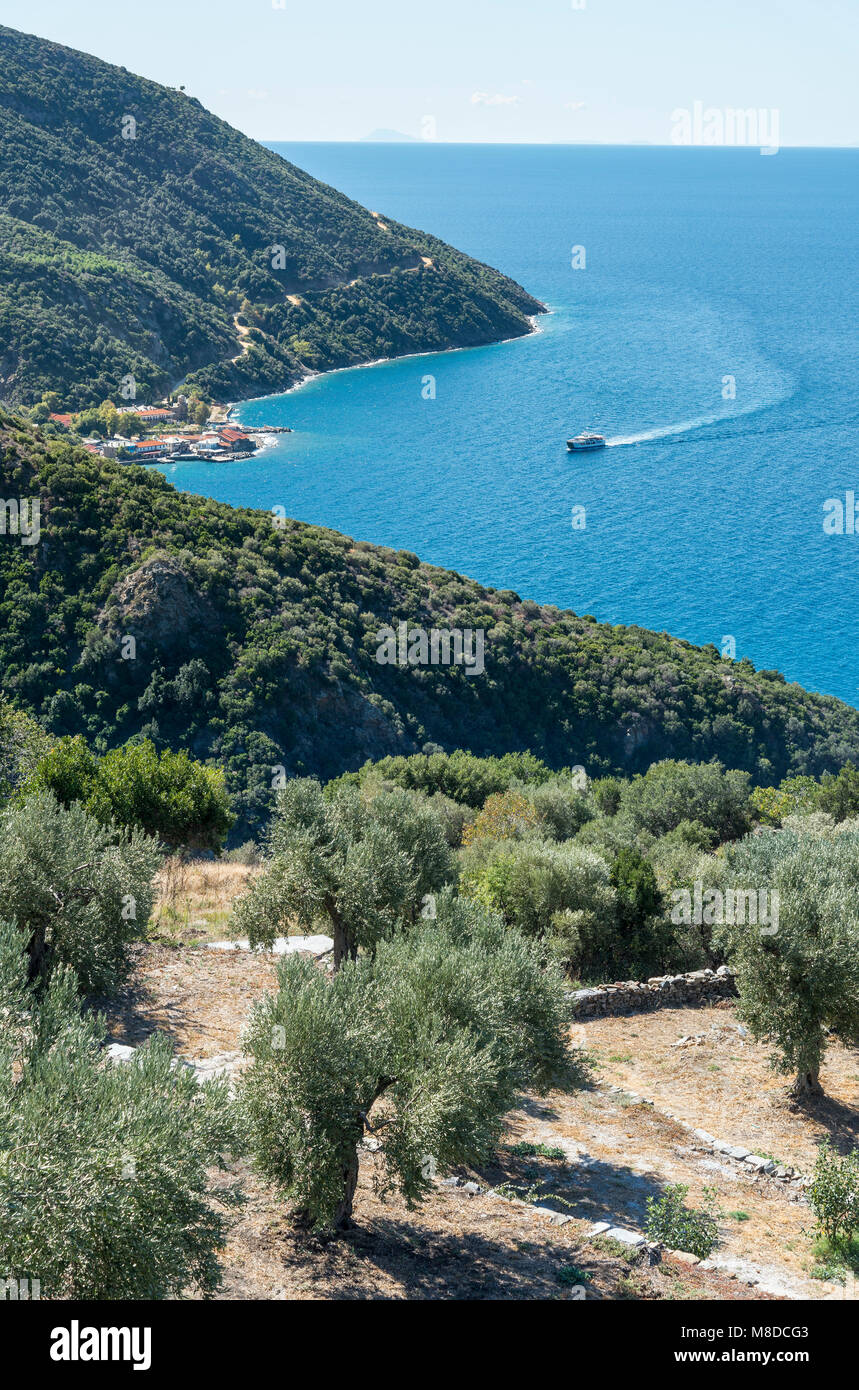 Looking down on the little harbour of Dafni on The Southwest coast of the Athos peninsula, Macedonia, Northern Greece - Stock Image