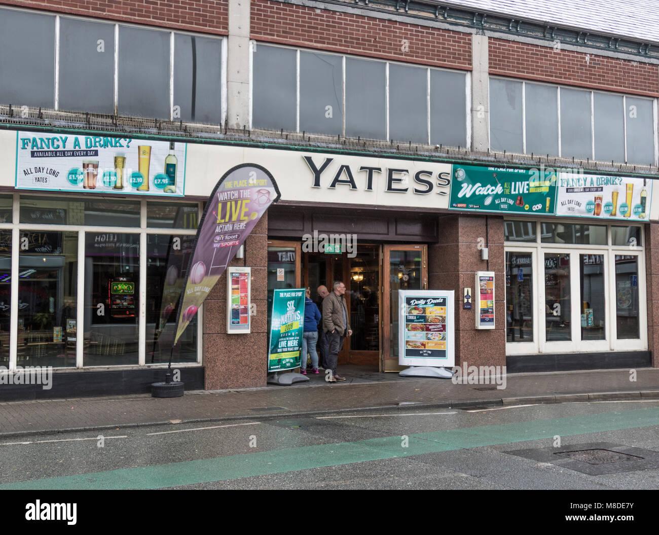 Yates's Wine Lodge, Leigh, Lancashire - Stock Image