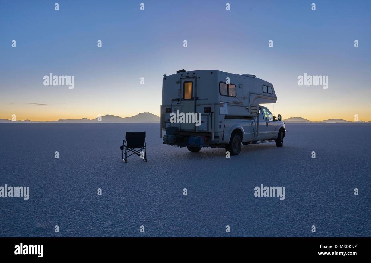 Recreational vehicle parked on salt flats, Salar de Uyuni, Uyuni, Oruro, Bolivia, South America - Stock Image