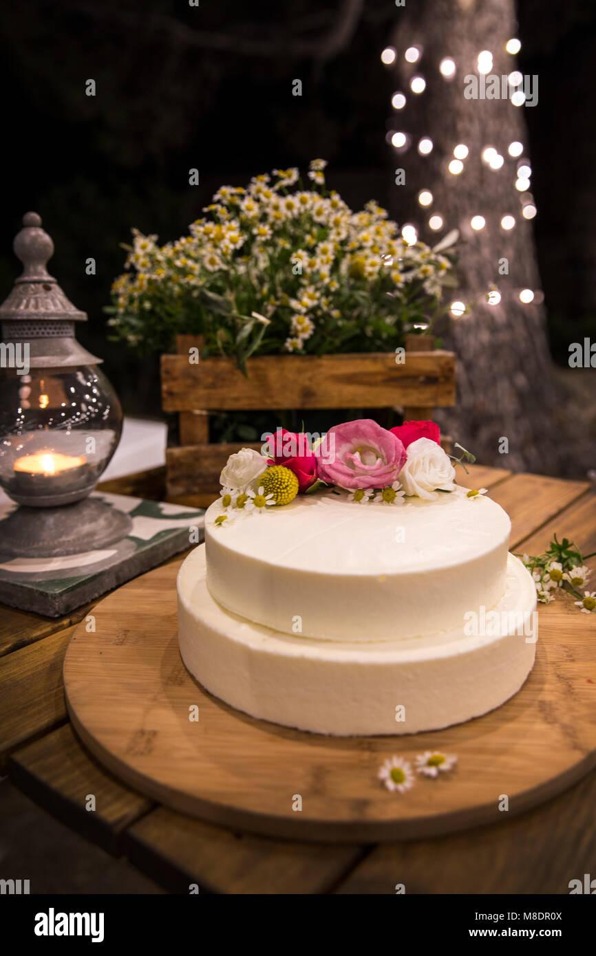 Flowers On Wedding Cake Stock Photos Amp Flowers On Wedding