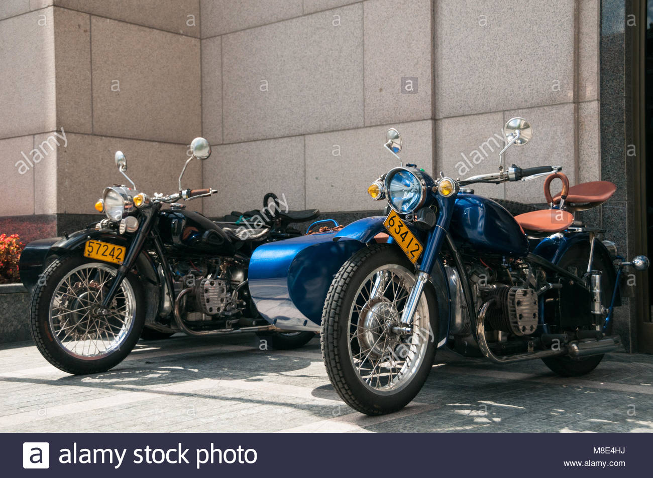 Two gleaming Changjiang 750 motorcycle sidecars outside the Peninsula Hotel awaiting the start of a Shanghai Insiders - Stock Image