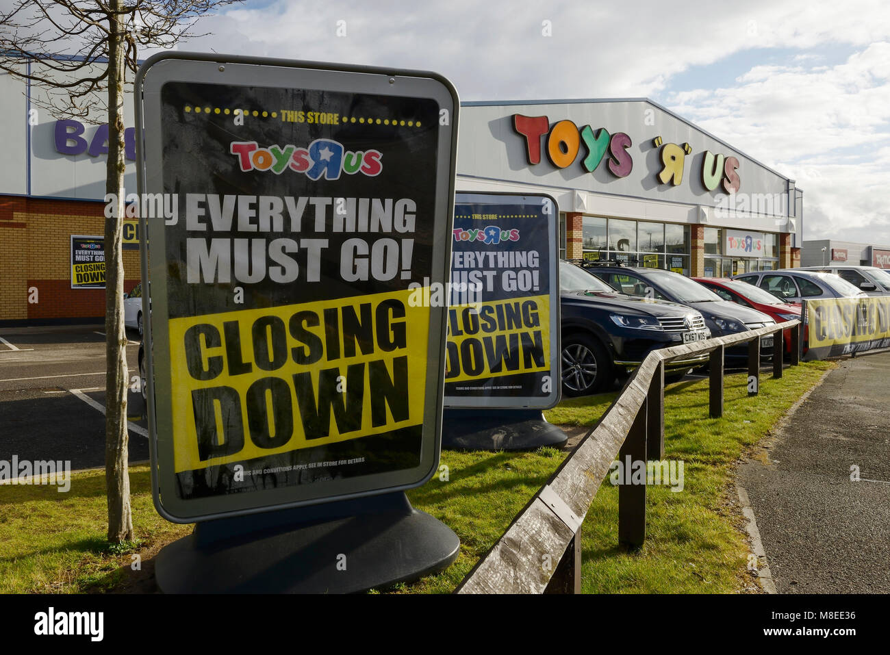 Chester, UK. 16th March 2018. The Toys R Us closing down sale continues at the store on Old Seals Way on the outskirts - Stock Image