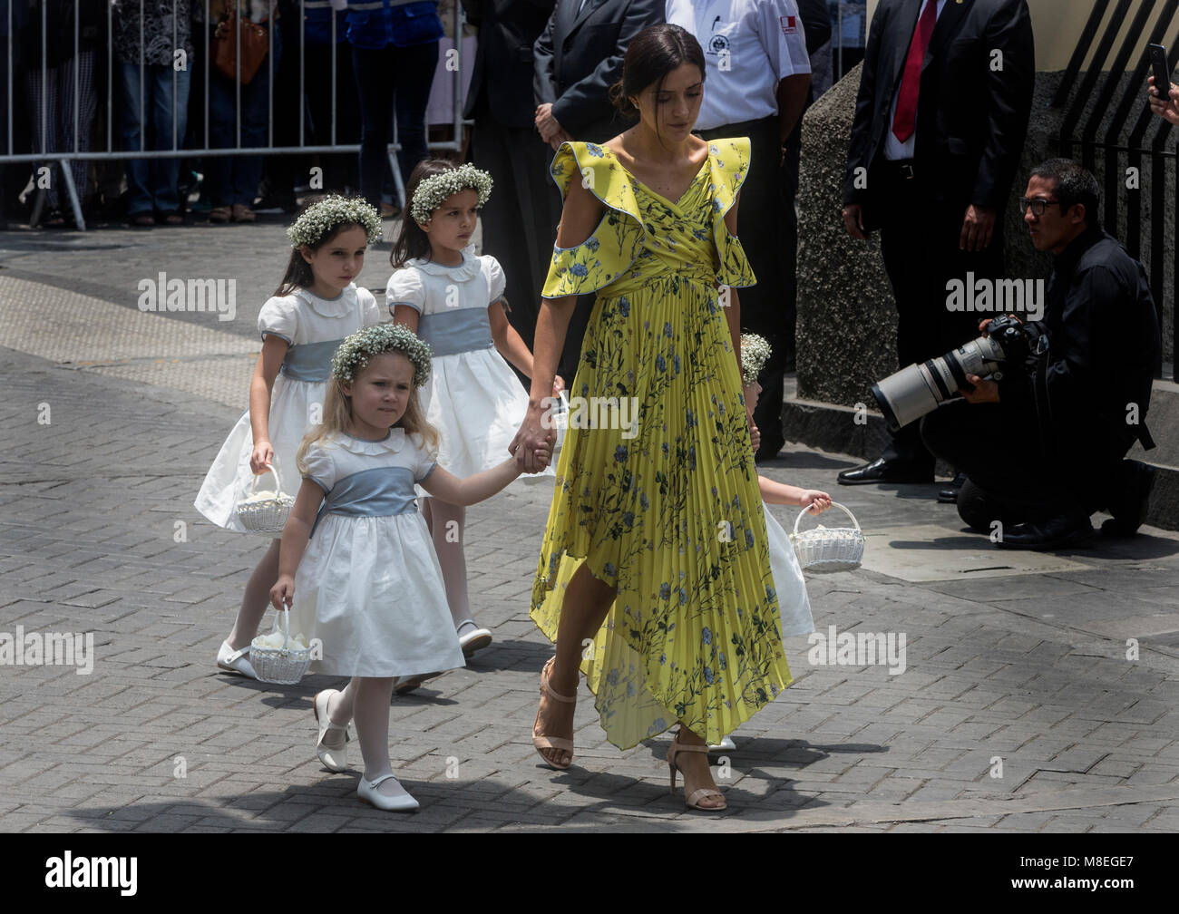16 March 2018, Peru, Lima: Three flower girls arrive at the old town of Lima for the wedding ceremony of Alessandra - Stock Image